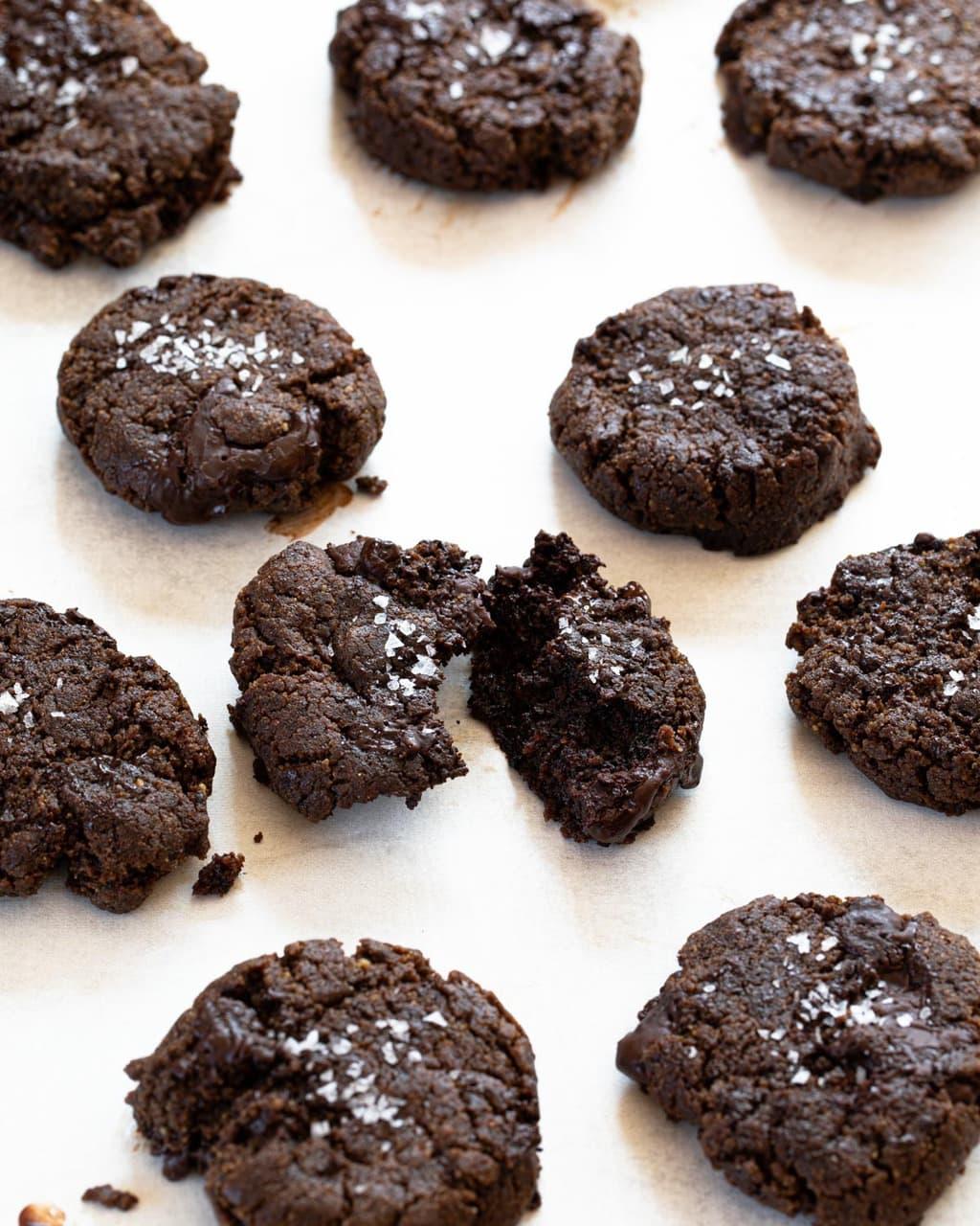 生酮雙倍巧克力豆餅乾 -巧克力超濃郁,一鍋到底超簡單!淨碳2.5g