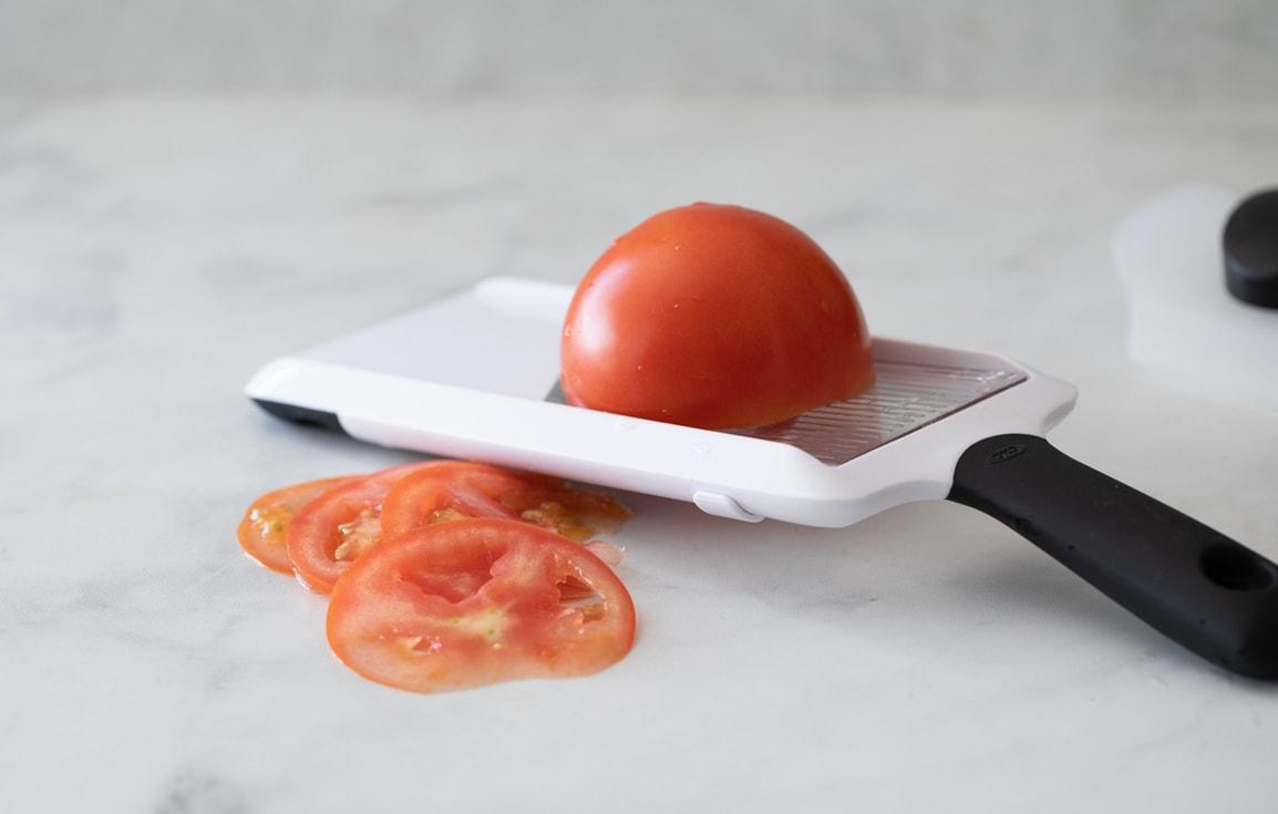 用OXO 可調式削片器 削番茄片