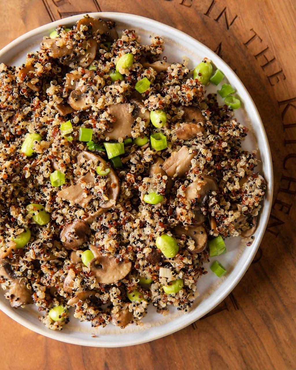 毛豆蘑菇藜麥飯 -全素減醣餐。高蛋白低GI、一鍋到底快速出餐
